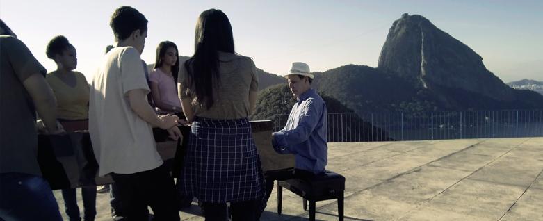 Pianista Fábio Caramuru e Coro de Estudantes da Dupla Escola do Caju