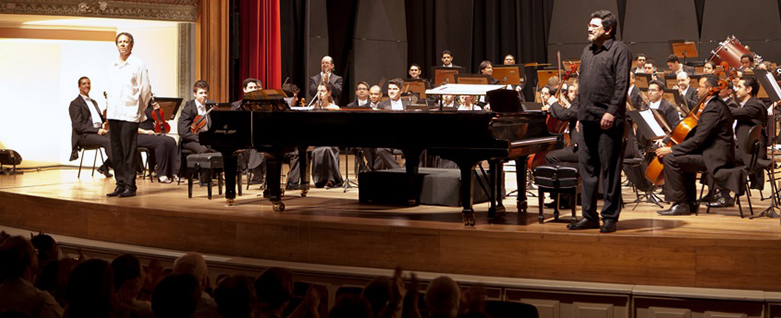 Fábio Caramuru e Marco Bernardo em concerto com a Orquestra do Theatro São Pedro