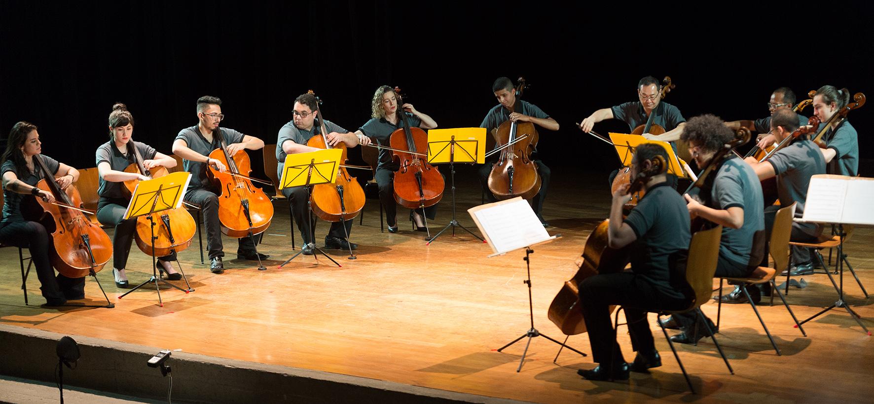 Fukuda Cello Ensemble - Ricardo Fukuda e violoncelistas em concerto - Instituto Fukuda